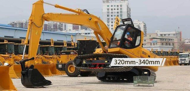 Excavator track chain tightness standards