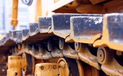 挖掘机底盘运输:影响底盘运输寿命的因素